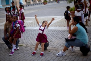 Сто российских школьников проведут осенние каникулы на Кубе
