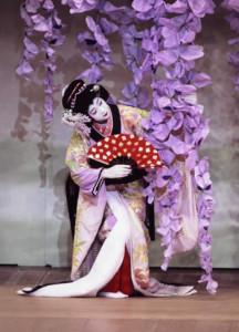 В Токио после капитального ремонта открылся театр Кабуки