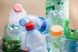 За проезд в китайском метро можно расплатиться пустыми бутылками из пластика