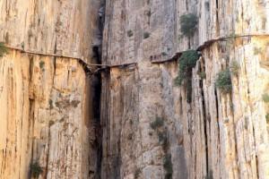 Для безопасности местных жителей и туристов на португальском побережье сносят опасные скалы