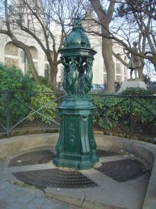 В Париже открылся еще один фонтан с газированной водой